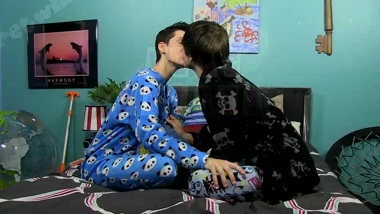 Without A Condom Sleepover Guys! - Benjamin Riley And Colby Klein